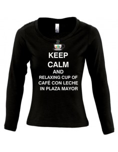 Camiseta Keep calm and relaxing cup of cafe con leche in plaza mayor de mujer manga larga
