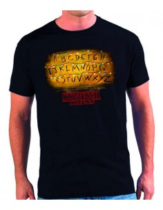 Camiseta Stranger Things bombillas abecedario